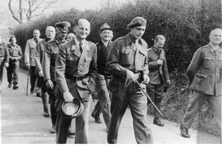 German prisoners of war at Trent Park camp being escorted on an exercise march. (Image: Bundesarchiv, MSg 2 Bild-14835-05/Unknown/CC-BY-SA)