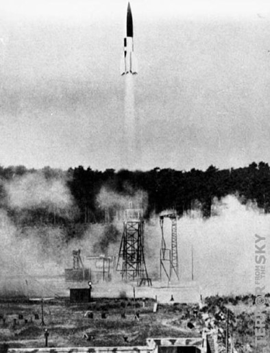 Original image: V2 rocket at launch Bundesarchiv, Bild 141-1880 / CC-BY-SA